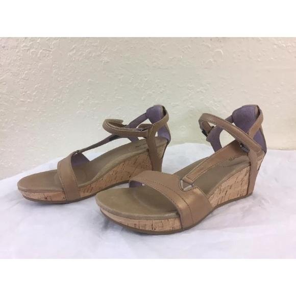 48386868a Teva Capri wedge pearlized tan sandals. M 5ac18062daa8f6bf79164fe1